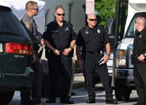 الشرطة الأمريكية تضبط رجلا يقود سيارة وبجواره جثة زوجته
