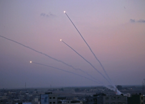عاجل| تجدد إطلاق الصواريخ من قطاع غزة صوب المستوطنات الإسرائيلية
