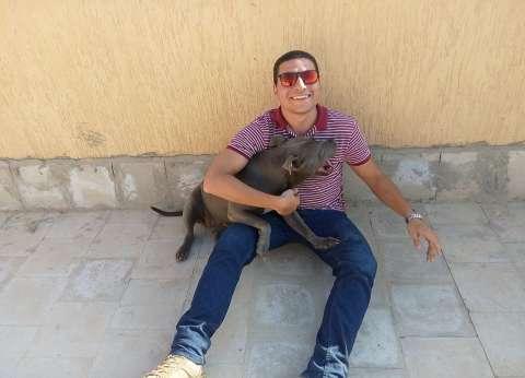 لو شفت كلب ضال.. اتصل بـ«مصطفى».. مهمته توعية الأهالى بكيفية التعامل مع الحيوانات