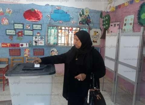 أم شهيد في قنا بعد الإدلاء بصوتها: الاستفتاء واجب وطني