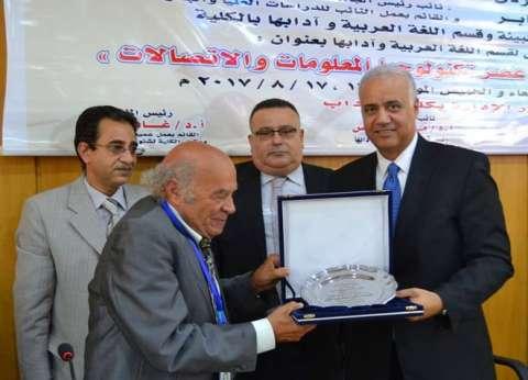 رئيس جامعة الإسكندرية: لا بد من التصدي للكتابة العرببة بحروف أجنبية