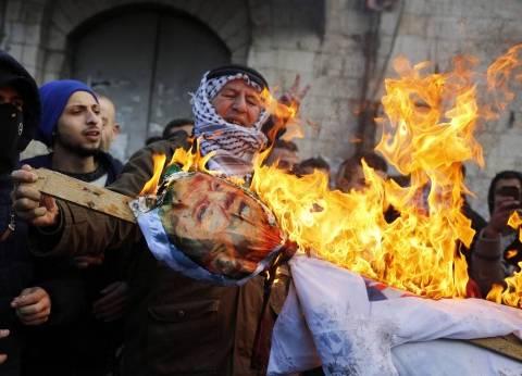 عاجل| اشتباكات بين الفلسطنيين وقوات الاحتلال بالخليل