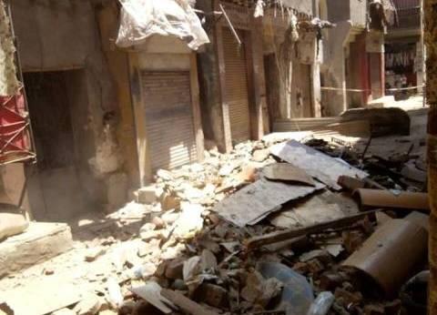 النيابة تشكل لجنة لمعاينة عقار شبرا المنهار وتصرح بدفن جثث المتوفين