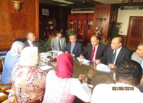 وزير الري يناقش مع قيادات الوزارة جهود إزالة التعديات على النيل