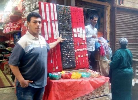"""بائع يروج لـ""""الاستفتاء"""" ولمحله: """"لو بتحبوا البلد اشتروا خاتم علم مصر"""""""