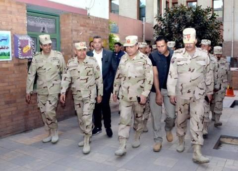 وزير الدفاع ورئيس الأركان يتفقدان عددا من اللجان الانتخابية