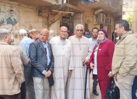 نائبة ترد على استفسارات المصوتين بلجان إمبابة: أغلبها من المغتربين