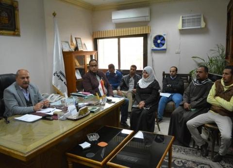 """سكرتير محافظة سوهاج يجتمع بالمتقدمين للحصول على سيارة ضمن """"مشروعك"""""""