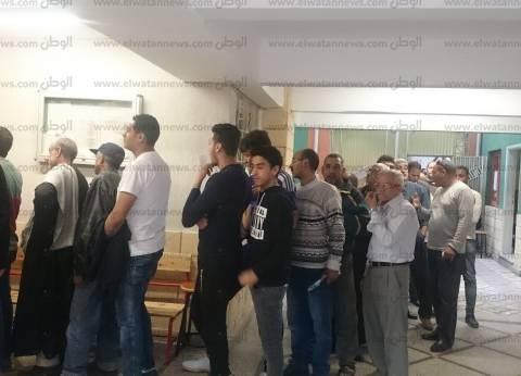 زحام شديد أمام لجان مدرسة السلام في بولاق أبو العلا