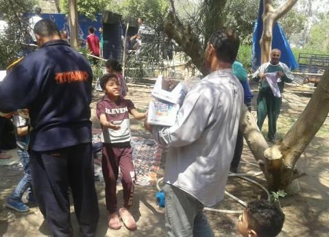 توزيع عصائر وهدايا على رواد المتنزهات في شم النسيم بالخانكة