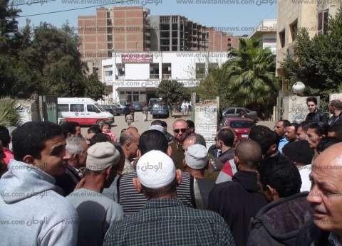 """أهالي """"طبلوها"""" يحاصرون مستشفى تلا عقب وفاة سيدة مضربة عن الطعام"""