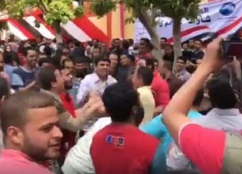"""بـ""""الرقص والغناء"""".. الشباب يتوافدون على لجان الاستفتاء في عابدين"""