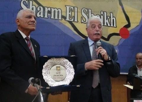 بالصور| محافظ جنوب سيناء يكرم السكرتير العام لبلوغه سن المعاش