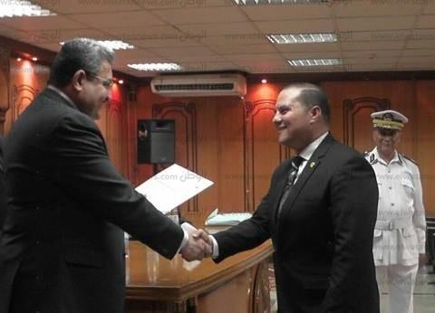 مدير أمن الجيزة يكرم رئيس العلاقات العامة والإعلام لتميزه فى العمل