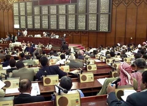 """الحكومة اليمنية تلغي إجراءات """"أنصار الله"""" بالاستغناء عن 43 ألف موظف"""