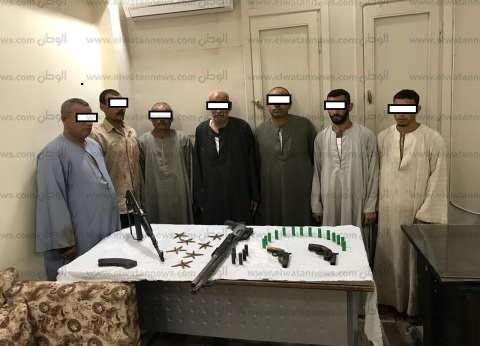 ضبط أفراد عائلتين جهزوا أسلحة نارية لاستخدامها في التشاجر بأسيوط