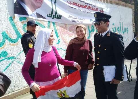 فيديو| المرأة المصرية.. النجم الأول في صباح أول أيام انتخابات الرئاسة