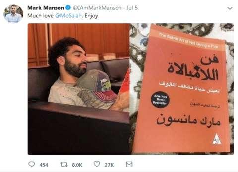 """كتاب فن اللامبالاة """"مضروب"""" بـ20 جنيها.. والباعة: """"ربنا يخلي محمد صلاح"""""""