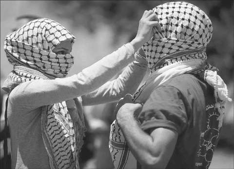 """""""شادي وهي"""".. حب ينتصر على """"الحواجز الإسرائيلية"""" وينهار أمام """"الأم"""""""