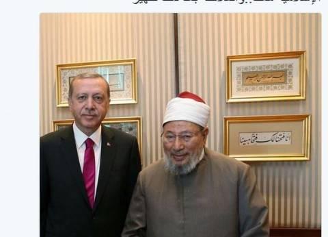"""القرضاوي لـ""""أردوغان"""": علماء الأمة معك.. والملائكة بعد ذلك ظهير"""