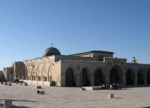 """وقفة احتجاجية ضد إغلاق السلطات الإسرائيلية لـ""""الأقصى"""" وسط نابلس"""