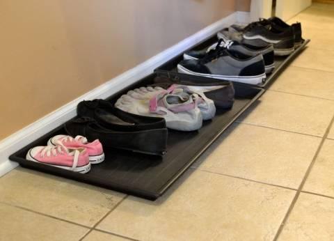 دراسة تكشف أهيمة خلع الحذاء خارج المنزل