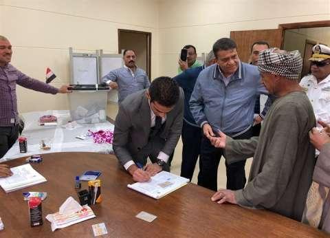 أحمد زكي عابدين يدلي بصوته في لجان المغتربين بالعاصمة الإدارية