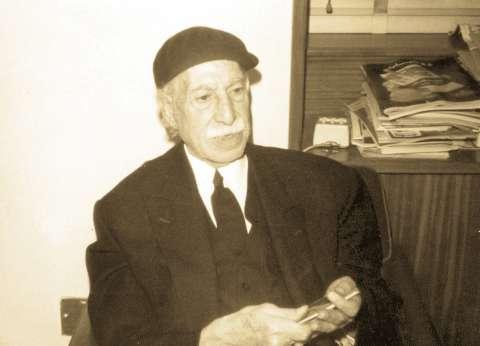 """معرض الكتاب يحتفي بـ توفيق الحكيم.. و""""الوطن"""" تعيد نشر موضوعات عن حياته"""