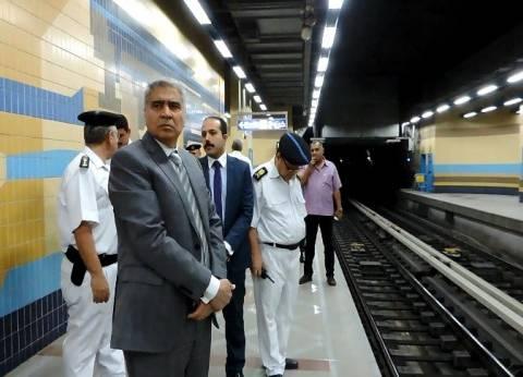 مدير شرطة النقل والمواصلات يقود حملات أمنية في مترو الأنفاق