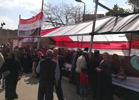 إقبال المواطنين على لجان منشأة ناصر في اليوم الثاني للاستفتاء