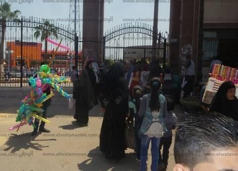"""إقبال كثيف على حديقة """"صنعاء"""" بكفر الشيخ خلال رابع أيام العيد"""