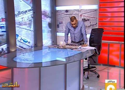"""القرموطي يقف """"دقيقة حداد"""" على أرواح ضحايا """"هجمات باريس"""""""