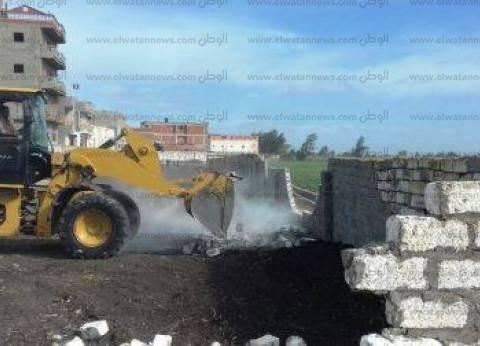 استمرار إزالة التعديات على أراضي الدولة بمدينة القصير