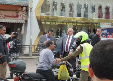 """""""أمن القليوبية"""" يقود حملات لتحقيق الانضباط المروري بشوارع بنها"""