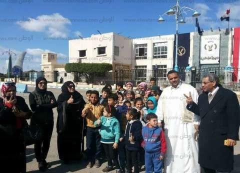 """وقفة تضامنية لجمعية """"مالك"""" الخيرية احتفالا بعيد الشرطة في مطروح"""