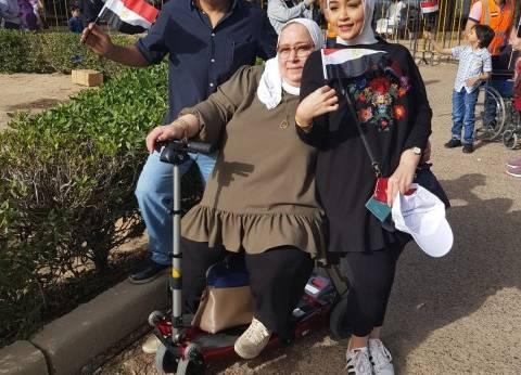 بالصور| على كراسي متحركة.. كبار السن والمرضى أمام اللجان في الكويت