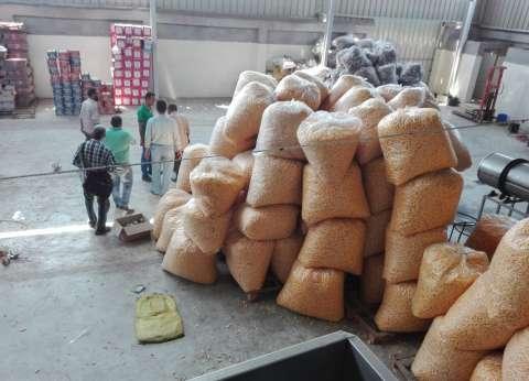 مصادرة 6000 عبوة سناكس أغذية أطفال منتهية الصلاحية داخل مصنع بالغربية