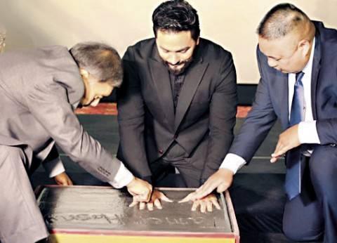 """رسميا.. """"ويكيبيديا عربي"""" تكذب تكريم تامر حسني بالمسرح الصيني"""