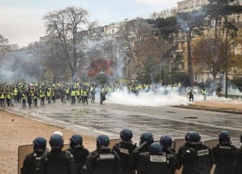"""""""فيسبوك"""" ينعش احتجاجات باريس.. رحلة انتقال غضب العالم الافتراضي للواقع"""