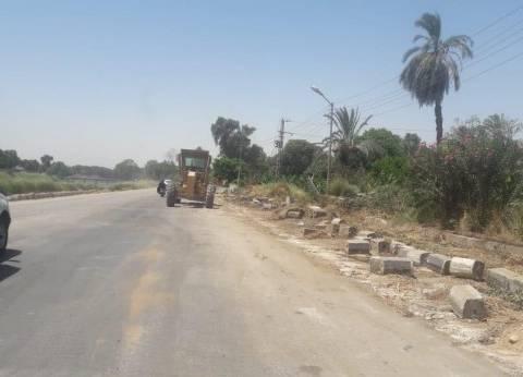 """رئيس مدينة إسنا يتفقد أعمال تطوير طريق """"مصر- أسوان"""" الزراعي"""