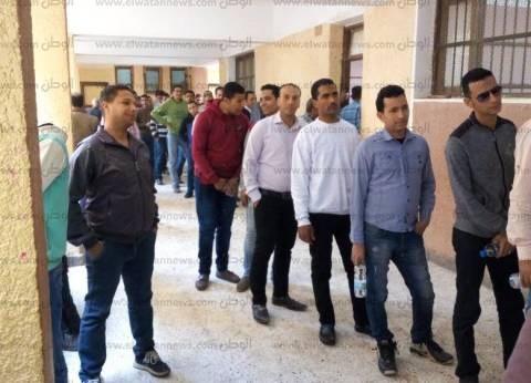 توافد الناخبين على لجان الخياطة في دمياط