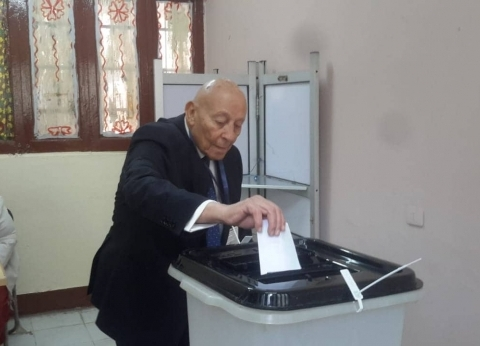 """رئيس """"القومي لحقوق الإنسان"""" يدلي بصوته في """"استفتاء الدستور"""""""