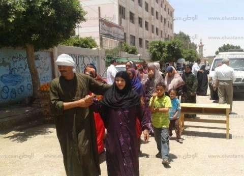مندوبو المرشحين في مصر الجديدة يستغلون كبار السن وذوي الاحتياجات لحصد الأصوات