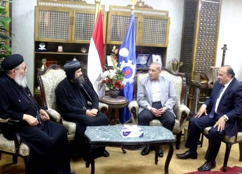 """محافظ السويس يستقبل وفد الكنيسة برئاسة الأنبا """"بموا"""""""