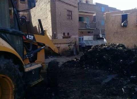 إزالة مخلفات تطهير ترعة نجع العصارة في سوهاج