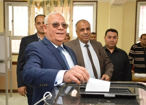 محافظ بورسعيد يدلي بصوته في الاستفتاء على التعديلات الدستورية