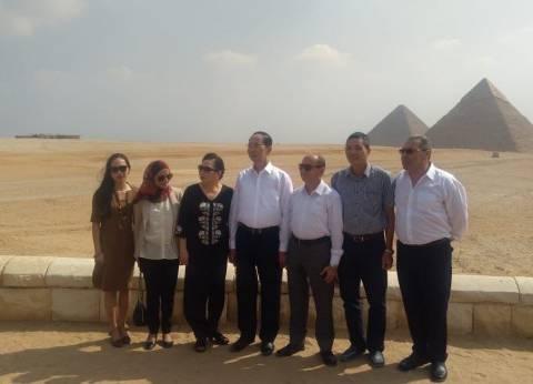بالصور| الرئيس الفيتنامي يزور الأهرامات ويشيد بالحضارة المصرية