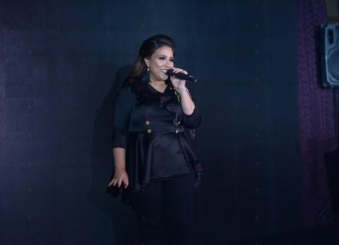 """بالصور  مي كساب تحتفل بإطلاق ألبومها """"أنا لسه هنا"""""""