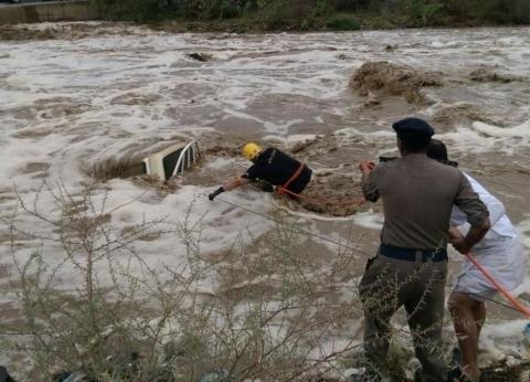 """رحلة تحولت لـ""""فاجعة"""" بسبب السيول.. ماذا حدث في البحر الميت بالأردن؟"""