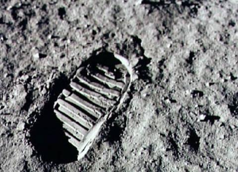 قمر اصطناعي جديد لتصوير آثار الأقدام على سطح القمر